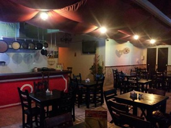 Restaurante Hostal Nueva Espana: un ambiente muy agradable, para acompañarlo de un rico plato español y una melodía flamenca