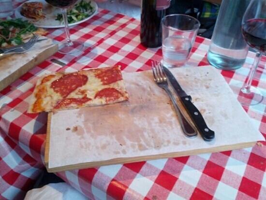 Mamma Mia Deli Cafe Bar: darn... almost finished pizza... delicious