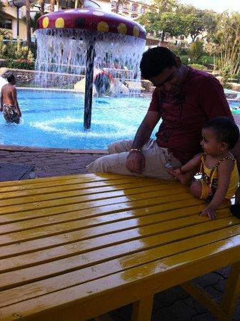 Fariyas Resort Lonavala: Pool side