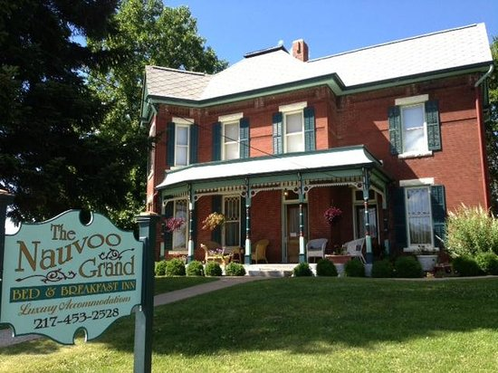 The Nauvoo Grand Bed & Breakfast: The Nauvoo Grand, located across the street from the Baxter Vineyards shop.