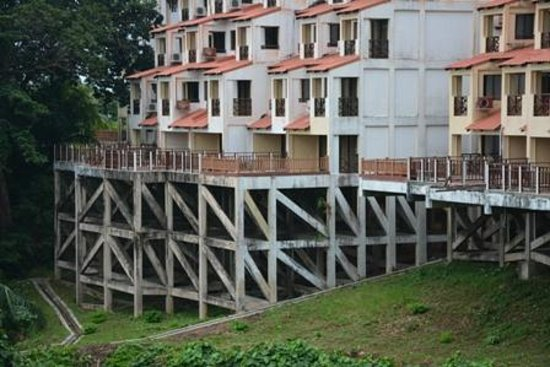 Selesa Tioman Condo Hotel: Heruntergekommene Fassaden