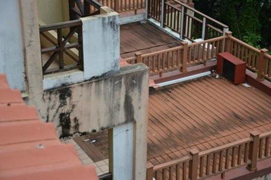 Selesa Tioman Condo Hotel: herunter gekommene Balkone