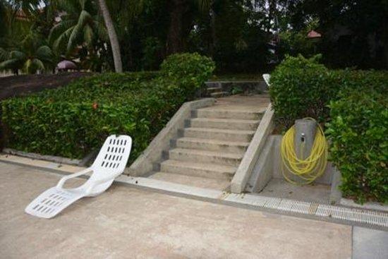 Selesa Tioman Condo Hotel: heruntergekommener Poolbereich