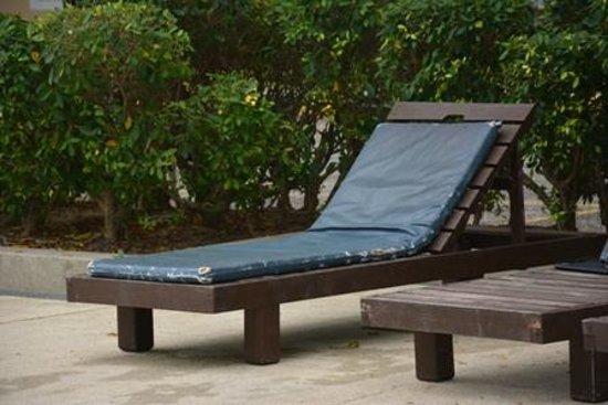 Selesa Tioman Condo Hotel: veraltete, schimmelige Liegen