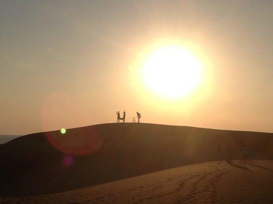 Dardanos Hotel: Aperitivo sulle dune di sabbia organizzato dallo staff delDardanos