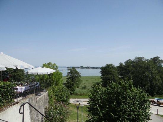 Schlosswirtschaft Herrenchiemsee: Vue sur et de la terrasse