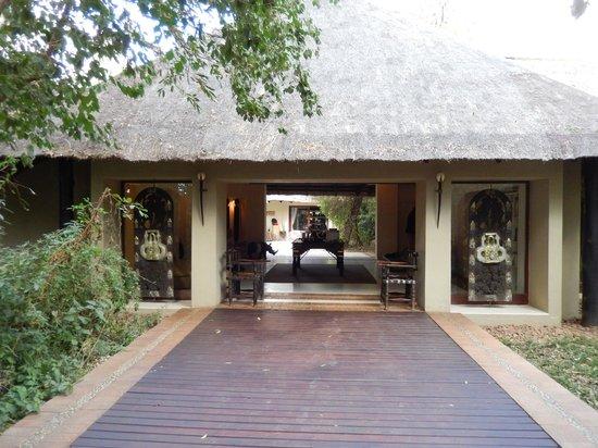 Lion Sands River Lodge: Entry