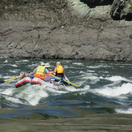 Salmon River: Shooting some rapids