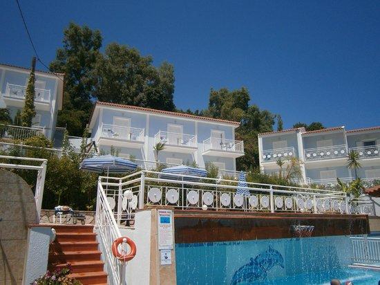 Pelagos Bay Hotel : pool area