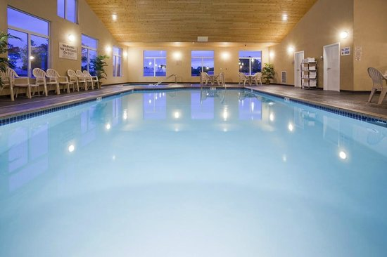 GrandStay Hotel & Suites Parkers Prairie: Pool and Whirlpool