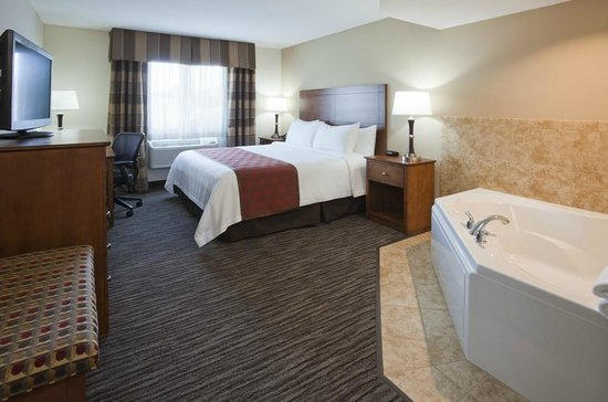 Crossings by GrandStay Inn & Suites Parkers Prairie: Jacuzzi Suite with Flat Panel TV, Cable and Free Wi-Fi