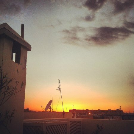 Riad Anyssates: The beautiful sunset on the roof terrace