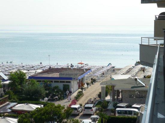 Bellettini Hotel: Zimmeraussicht auf den Strand