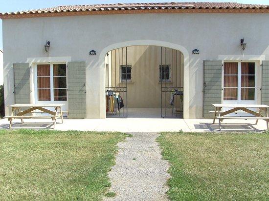 Jasses De Camargue - Villas: Entrée avec patio
