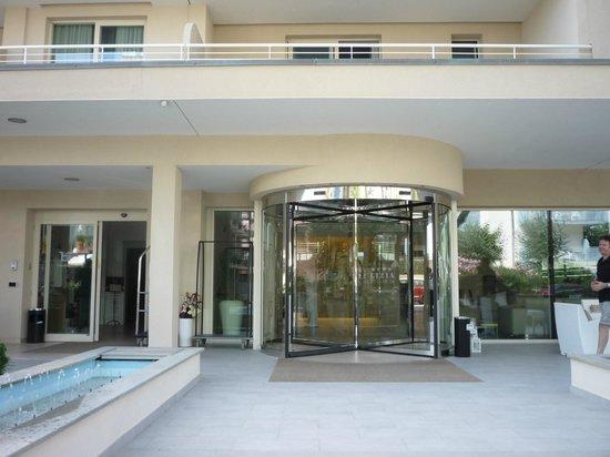 Bellettini Hotel: Eingang zum Hotel Erica