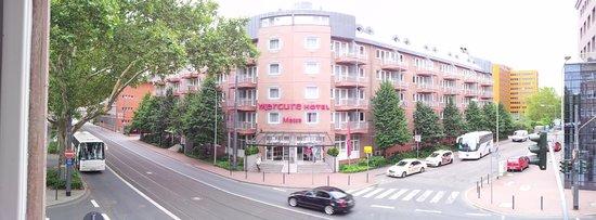 Mercure Hotel & Residenz Frankfurt Messe: Looking from balcony