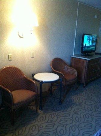 Golden Inn Hotel: sitting area in standard double room