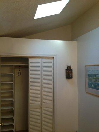 Sea Breeze Motel: cob webs and missing door