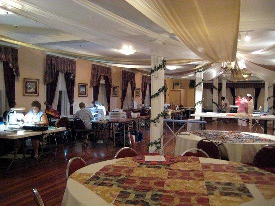 Kenilworth Lodge: the Plantation room