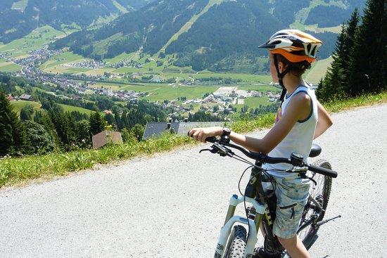 Alpenresidenz Adler: På cykeltur - udsigt til Kirchberg