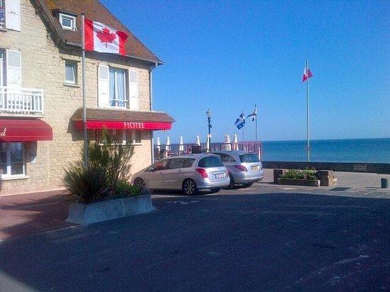 Le Clos Normand: parkeren voor het hotel