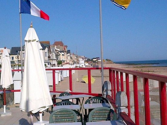 Le Clos Normand: Het terras op het strand
