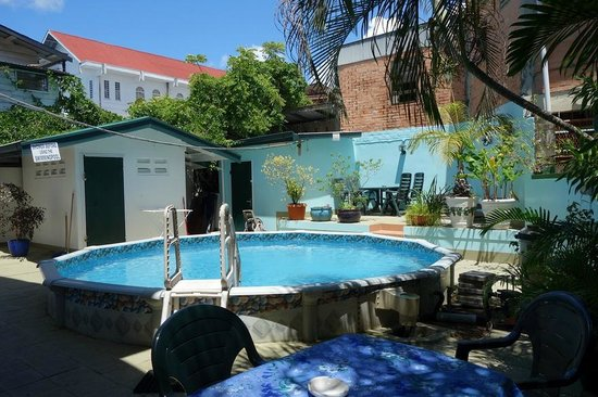 Swimming pool in Guesthouse Albergo Alberga Paramaribo