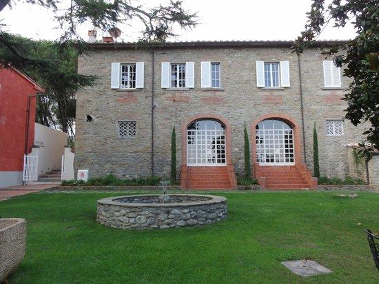 Villa Cassia di Baccano: El comedor desde el jardin