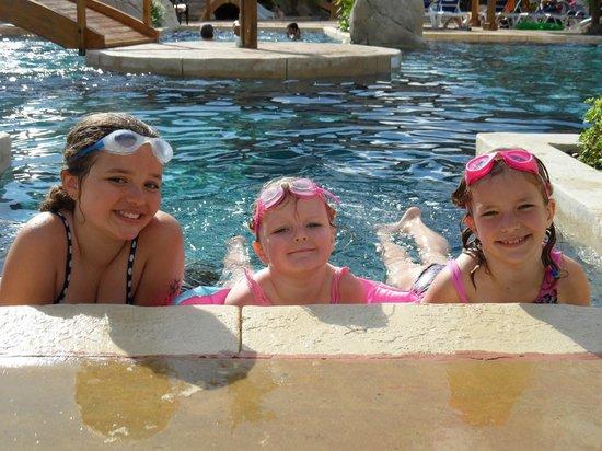 Sunêlia L'Escale St-Gilles : In the pool