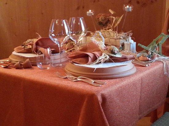 Hotel Olympia: Una bellissima tavola preparata per la cena.