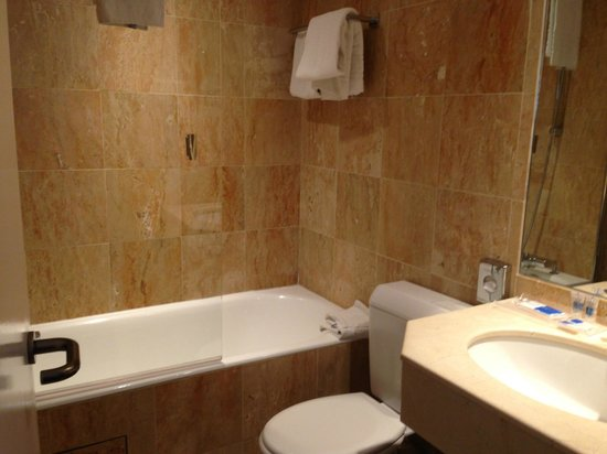 Hotel Exe Paris Centre: Bathroom