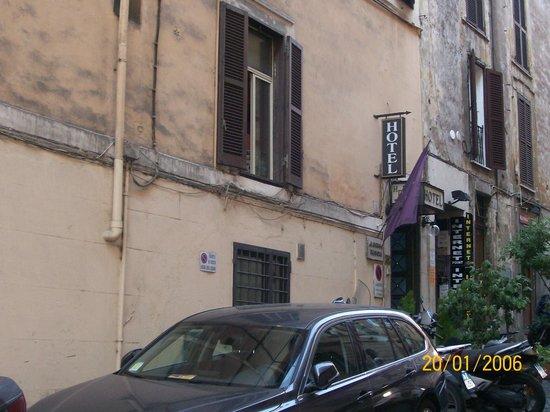 Hotel Delle Regioni: Via Zuccheli