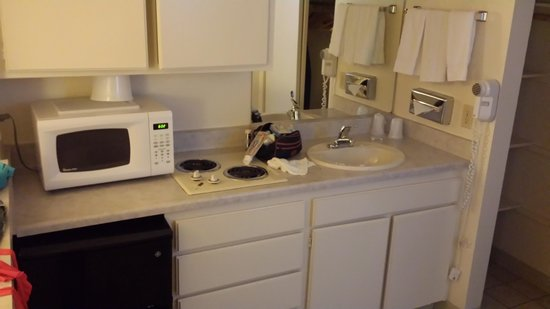 California Suites Hotel: Kitchenette