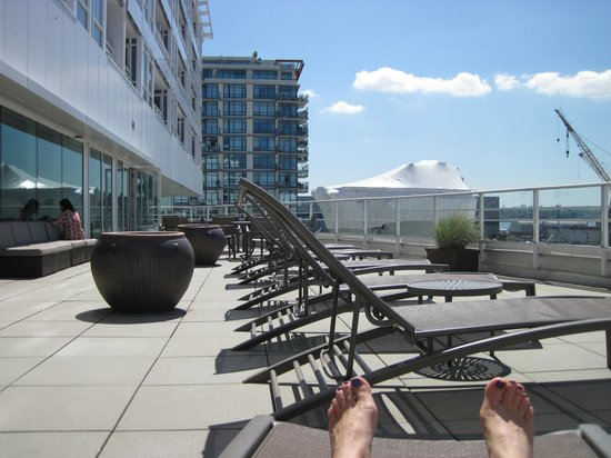 Pinnacle Hotel At The Pier : Large patio/deck outside gym