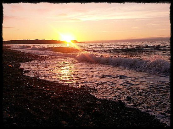 Gods Pocket Marine Provincial Park: Sunset on Cluxewe Beach.