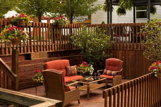Castle in the Country Bed & Breakfast Inn : Enjoy our inviting outdoor areas