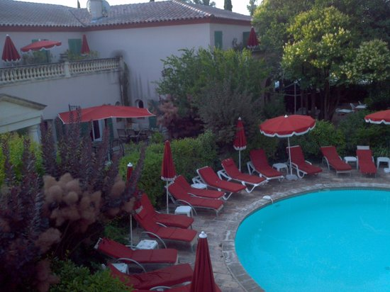 BEST WESTERN L'Orangerie : pool view from my room