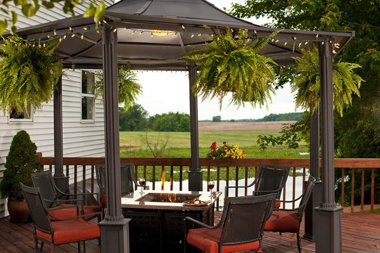 Castle in the Country Bed & Breakfast Inn : Enjoy a glass of wine by the fire