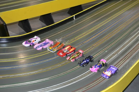 Edgewood, WA: 1/24 Scale Slot Car Racing