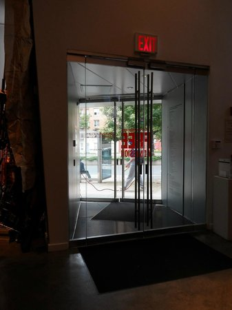 Bronx Museum of the Arts: inside out