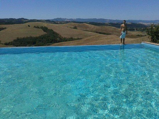Agrihotel Il Palagetto: La piscina e la vista splendida