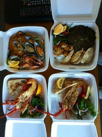 Kaikoura Seafood BBQ: seafood platter and cooked whole crayfish