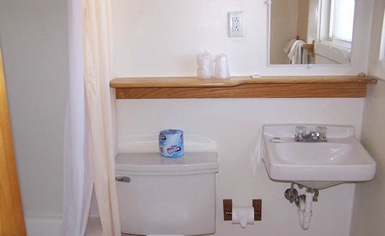 Drummond Motel : Our Bathrooms