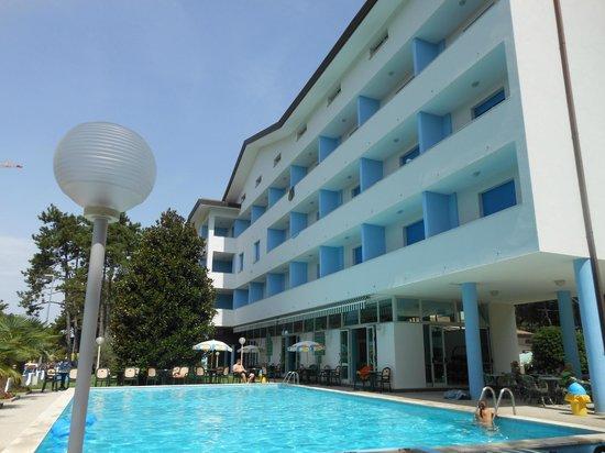 Olympia Hotel: dalla piscina