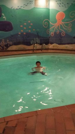 Inns Of Banff: Having fun  in the cold pool