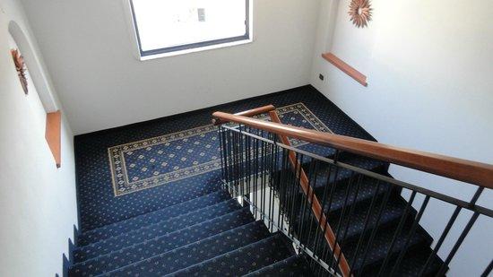 Grand Hotel Tiberio: escaliers