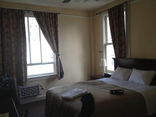Baldwin Hotel: queen room