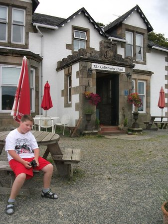 Colintraive Hotel: Rob in front of hotel