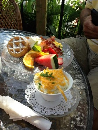 Wildflower Cafe : Belgian waffles, eggs, bacon, fruit, & cheese grits!