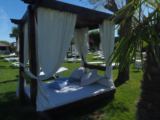 Hotel Conde Rodrigo II: CAMA BALINESA